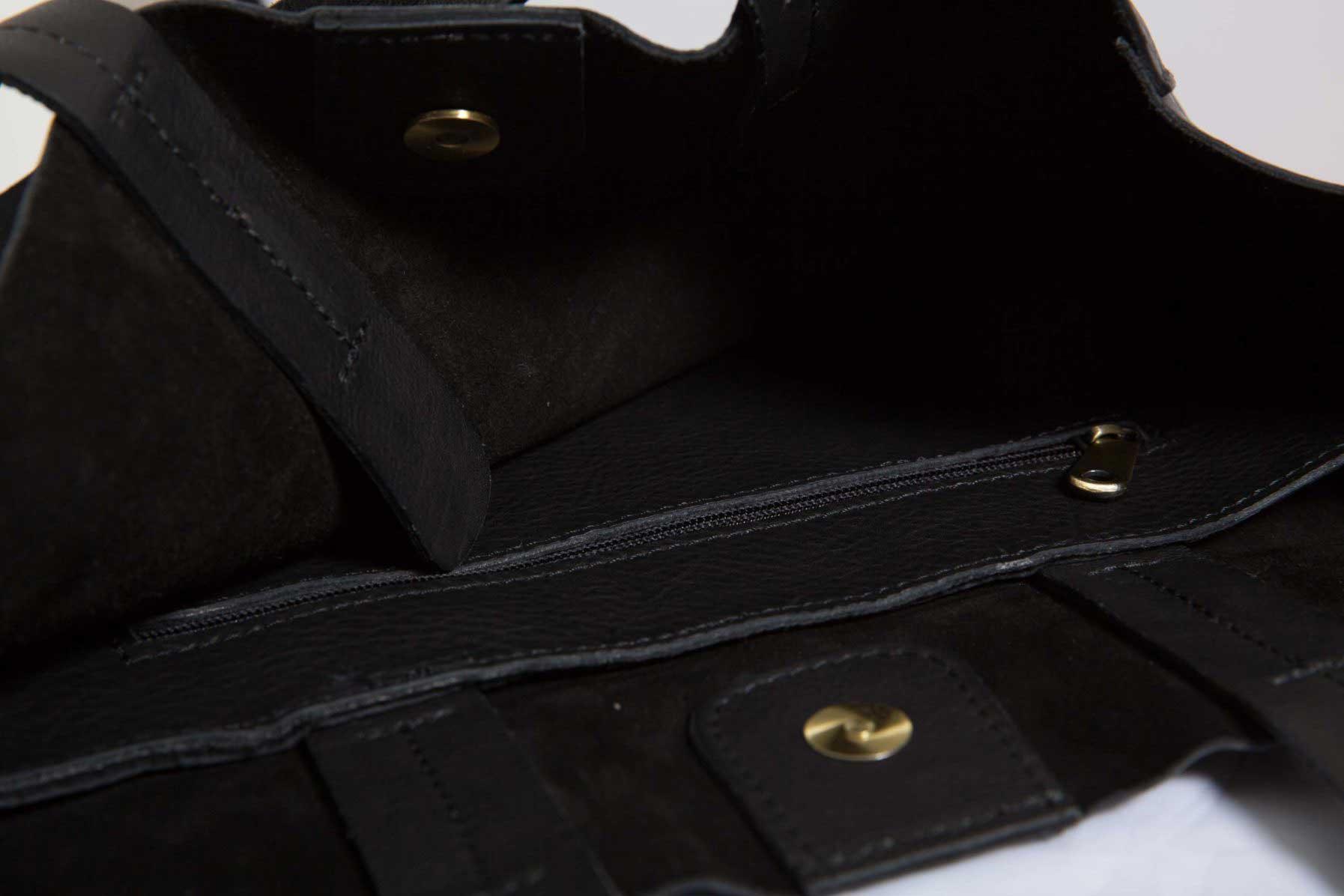 Détails - Grand Shopper Cuir Noir Grainé - porté de profil - ordinari.shop