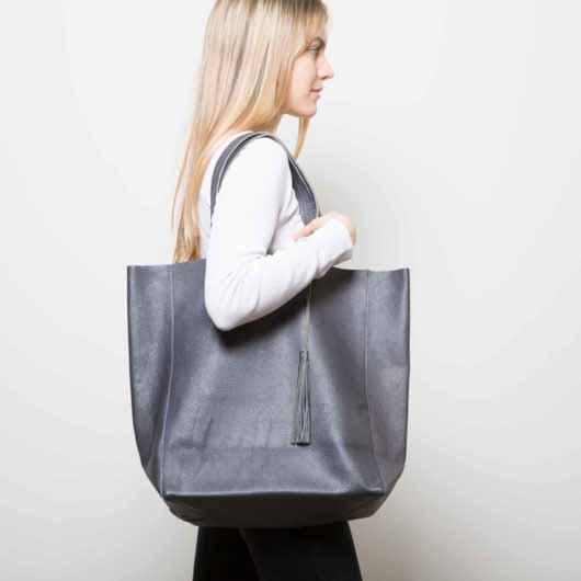 Visuel - Grand Sac Shopper en Cuir Gris Anthracite - porté de profil - ordinari.shop