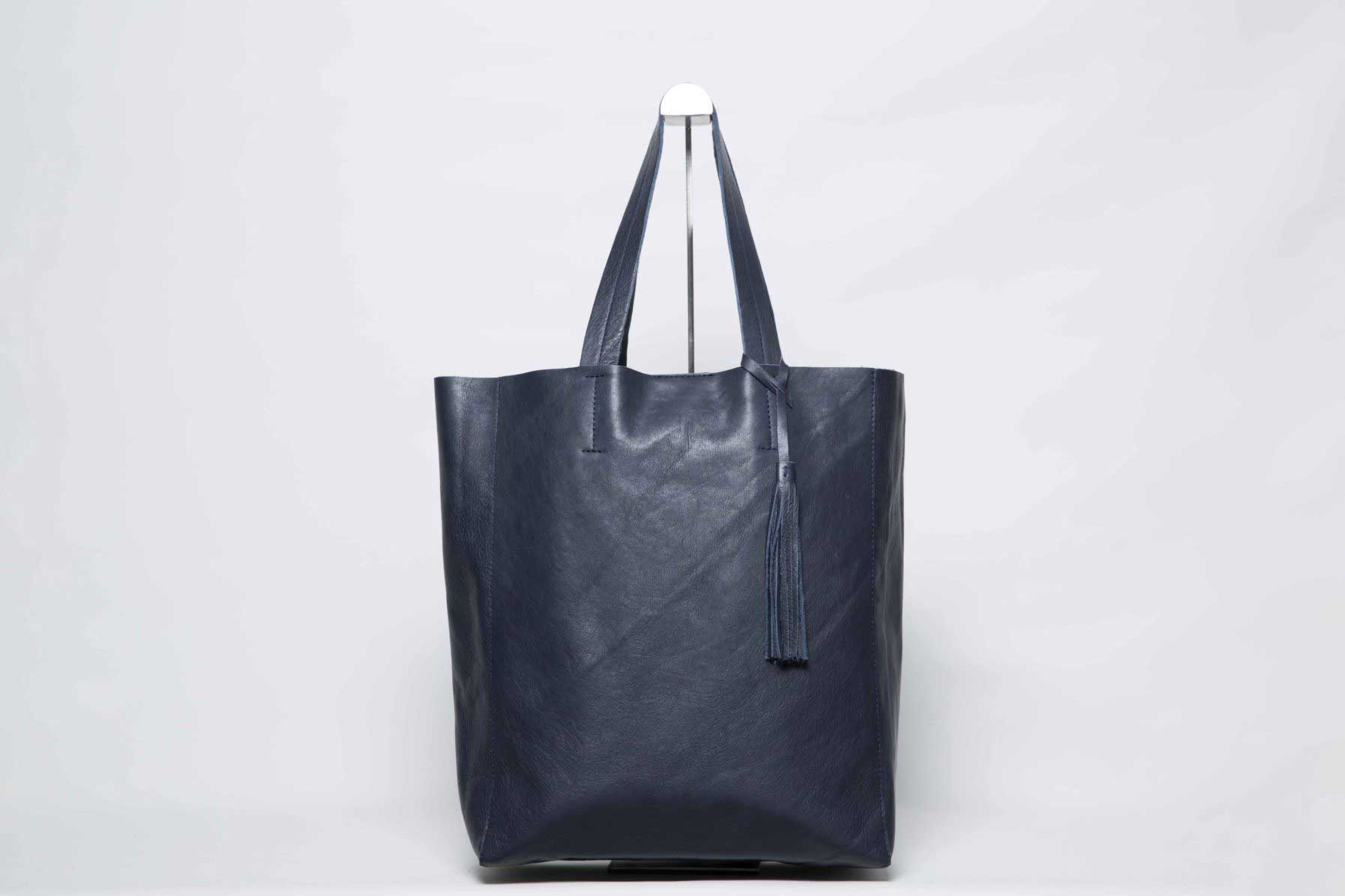 Visuel - Grand Shopper Bag en Cuir Bleu Minuit - ordinari.shop