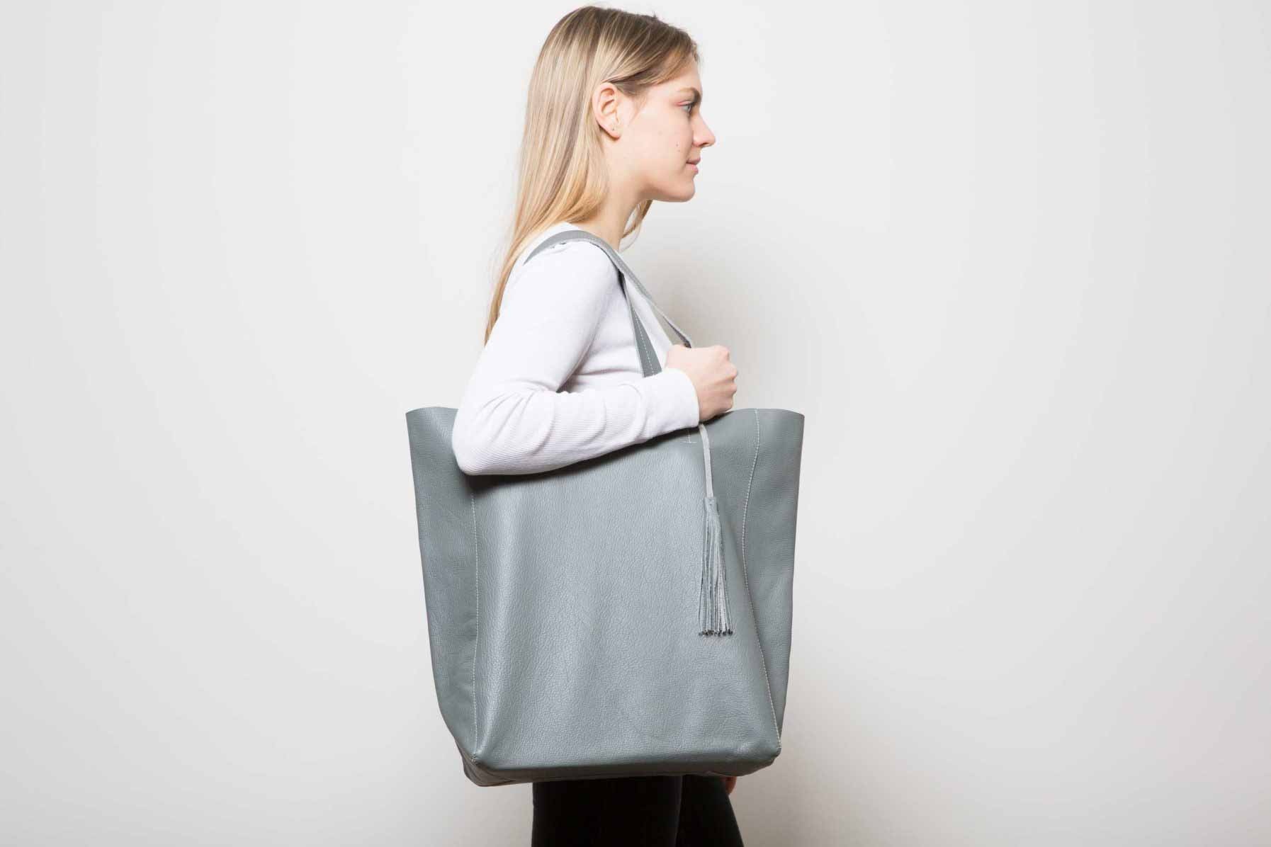 Visuel Sac - Grand Shopper Cuir Gris Ciment - Vue Profil - ordinari.shop