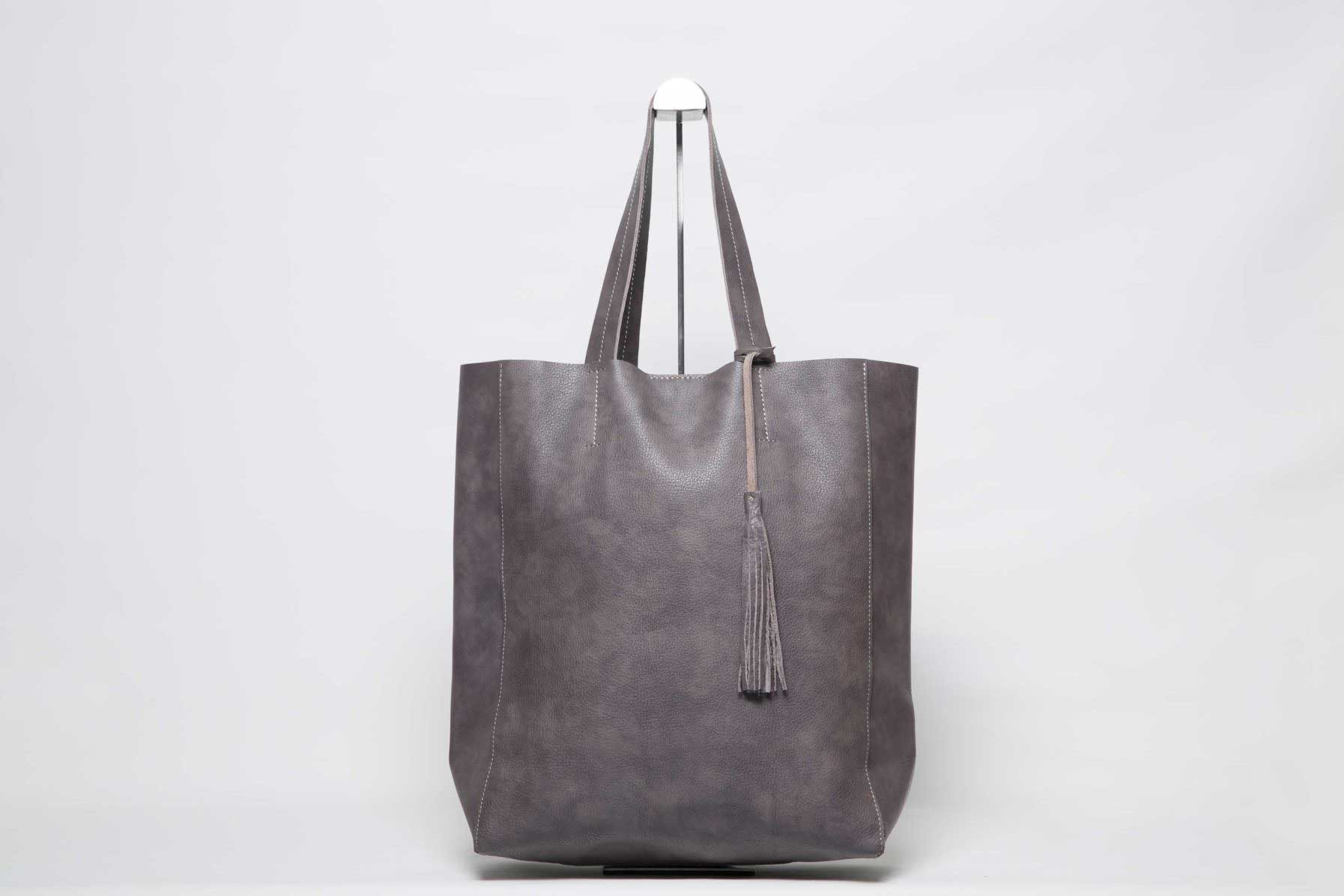 Visuel - Grand Shopper Cuir Gris-Marron avec pompon - ordinari.shop