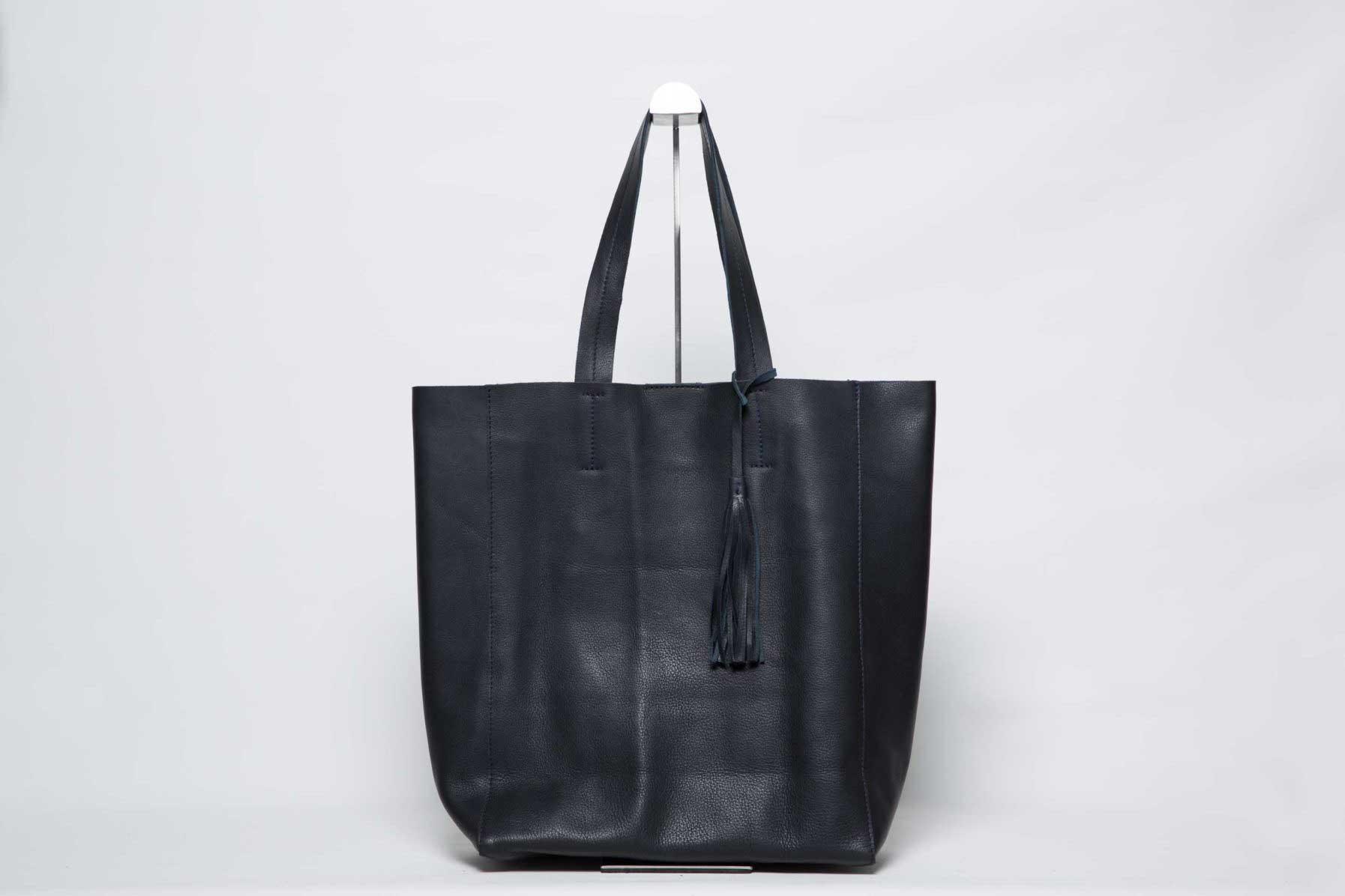Visuel - Grand Sac Shopper Cuir Bleu Noir - avec pompon - ordinari.shop