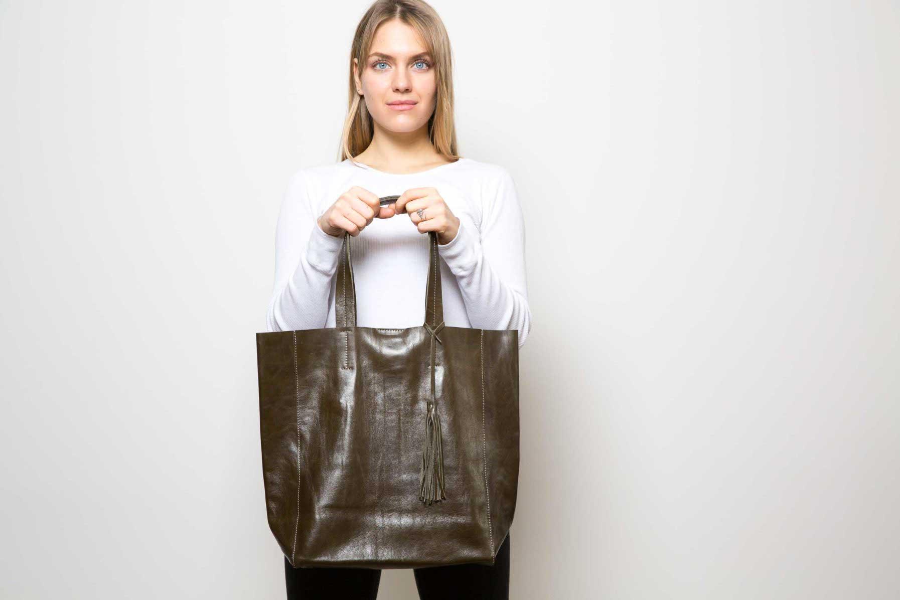 Visuel - Sac Grand Shopper En Cuir Bronze - Porté de face - ordinari.shop