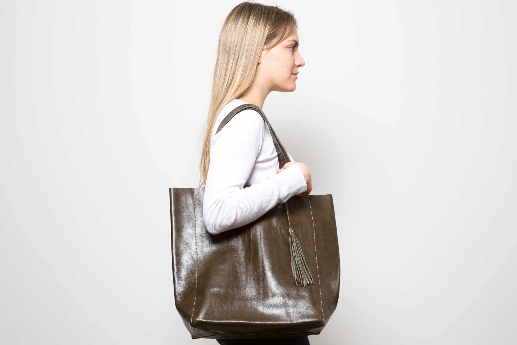 Visuel - Sac Grand Shopper En Cuir Bronze - Porté de profil - ordinari.shop