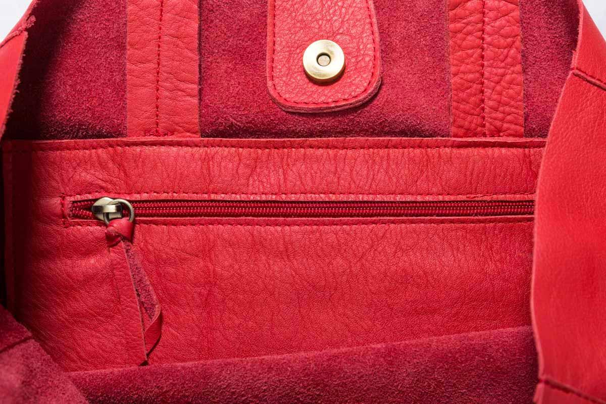 Visuel Détails sac en cuir modèle Grand Shopper en cuir rouge