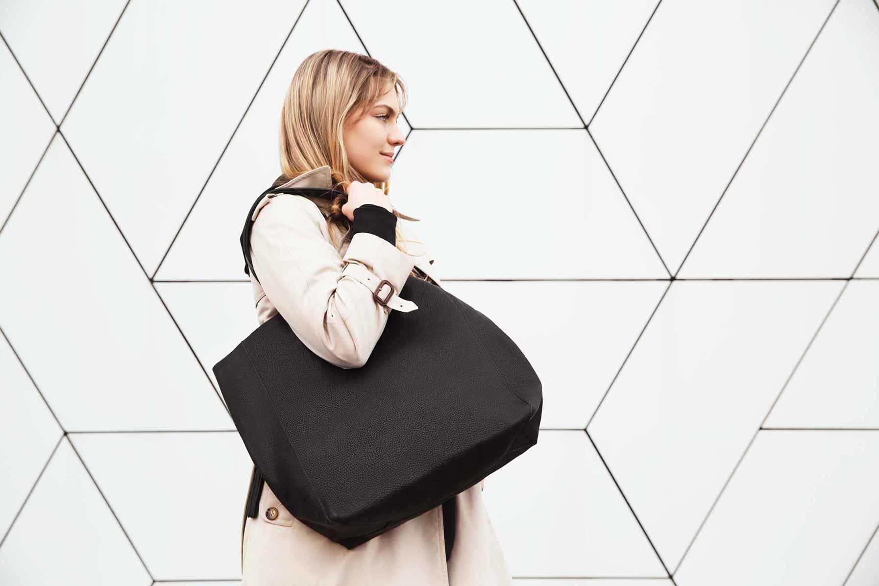 Visuel Shopper Visuel Shopper Bag noir sur fond mosaïque