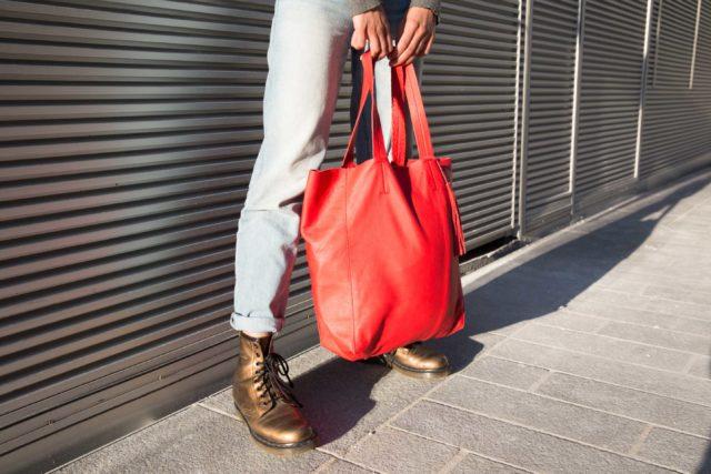 Visuel Shopper Bag Rouge et Doc Martens - ordinari.shop