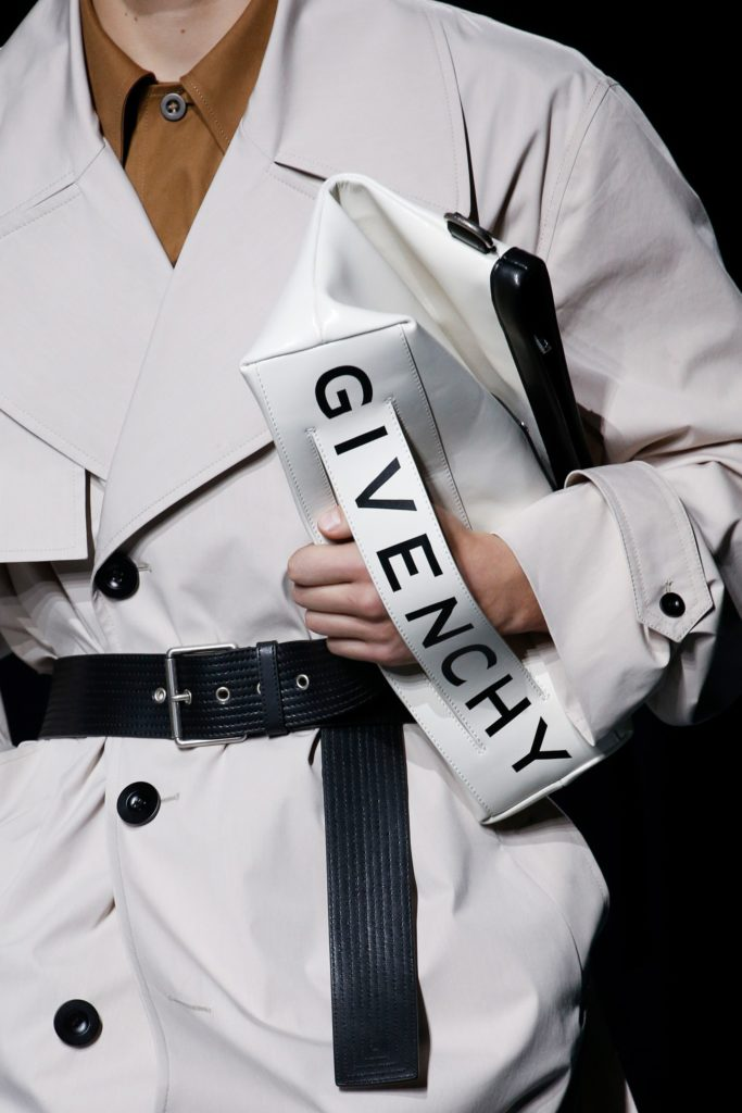 Visuel sac typo Givenchy - Tendances 2019 - ordinari.shop