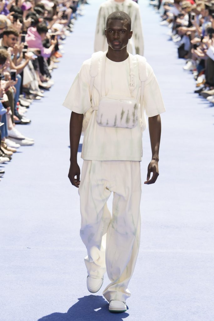 Vuisuel homme portant un chestbag Louis Vuitton en cuir blanc - Tendances 2019 - Article de blog ordinari.shop