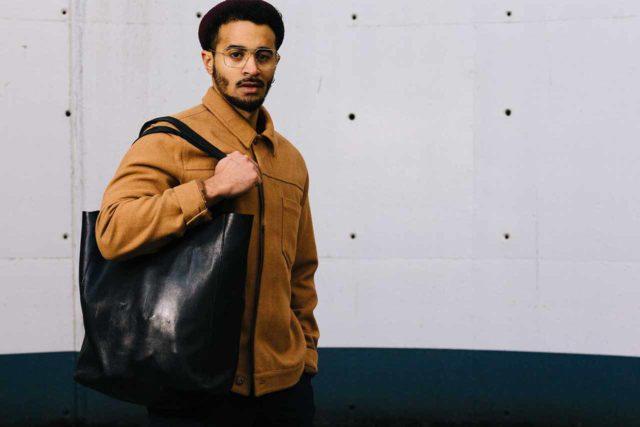 Visuel bannière Shopper Bag noir homme porté